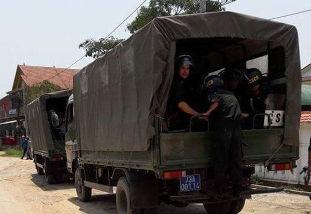 Xe cảnh sát tại giáo xứ Hướng Phương thuộc xã Quảng Phương, huyện Quảng Trạch, tỉnh Quảng Bình