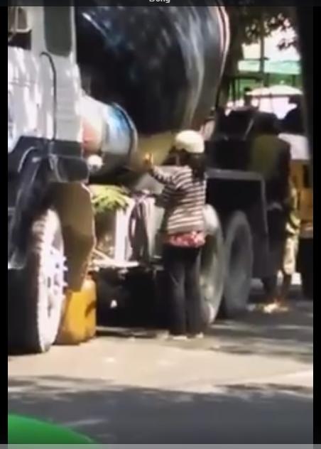 Clip bán trộm xăng.