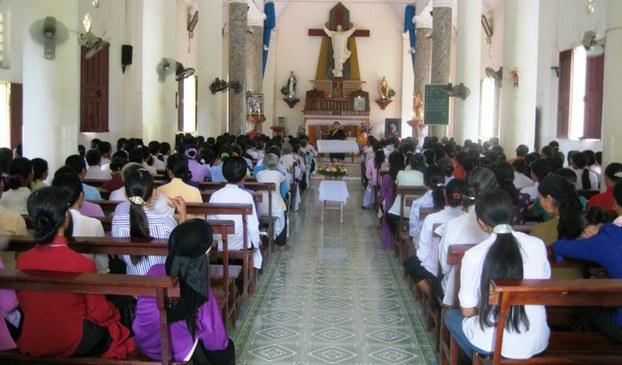 Một buổi dâng lễ tại giáo xứ Đồng Chương.