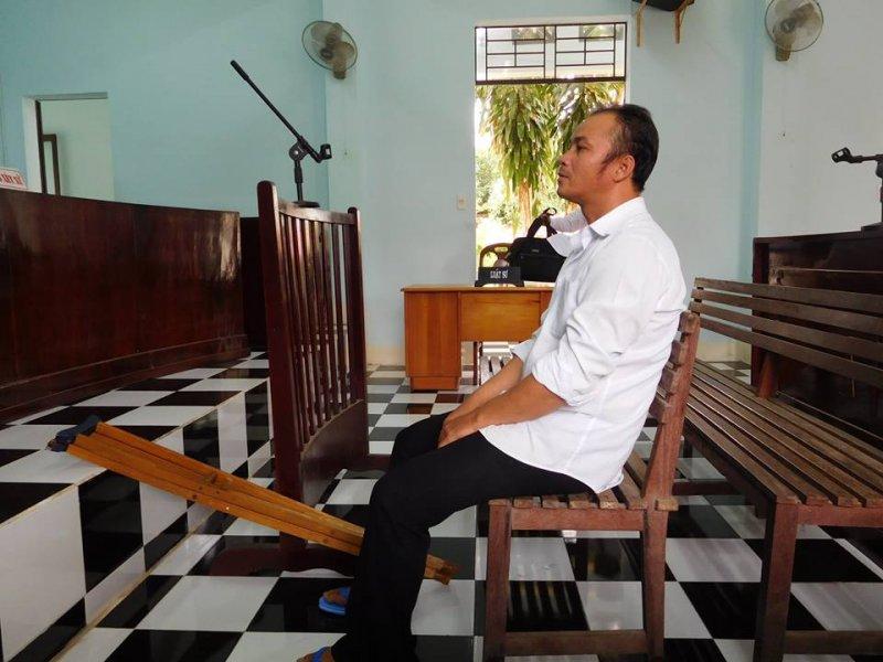 Bị cáo Nguyễn Minh Quyết trước tòa sơ thẩm. Ảnh: Fb Võ An Đôn