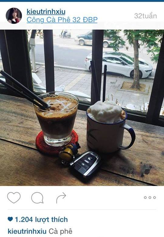 Cafe Cộng, xa xa là chiếc xe 7 tỷ của anh Hạnh - lãnh tụ tương lai của Thủ đô Hà Nội