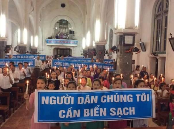 Biểu tình tại tại xã An Hòa, huyện Quỳnh Lưu, tỉnh Nghệ An trong ngày 05.06.2016 – Ngày Môi Trường Thế Giới