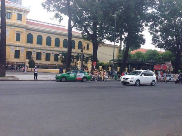 Các lực lượng vũ trang xiết chặt an ninh tại Sài Gòn