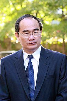 Nguyễn Thiện Nhân là Giáo sư, Tiến sĩ, và chính trị gia Việt Nam, lúc viết bài này ông mới là Bộ trưởng giáo dục. Hiện ông là Ủy viên Bộ Chính trị Đảng Cộng sản Việt Nam, Chủ tịch Ủy ban Trung ương Mặt trận Tổ quốc Việt Nam.