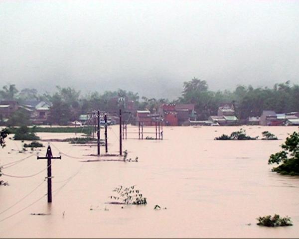 Quảng Nam: Hàng chục ngàn nhà dân ngập chìm trong nước lũ