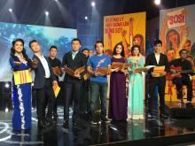 Các ca sĩ trình bày nhạc phẩm Triệu Con Tim của nhạc sĩ Trúc Hồ.