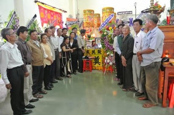 Nhiều trí thức họp mặt tại đám tang ông Lê Hiếu Đằng - người tuyên bố bỏ đảng và sống đàng hoàng tử tế