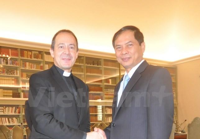 Thứ trưởng Thường trực Bộ Ngoại giao Bùi Thanh Sơn và Thứ trưởng Ngoại giao Tòa thánh Antoine Camiller
