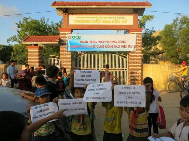 Hơn 400 học sinh trường tiểu học Cồn Sẻ, thị xã Ba Đồn, tỉnh Quảng Bình tiếp tục nghỉ học bước sang ngày thứ ba tính đến hôm nay ngày 07.12.2016.