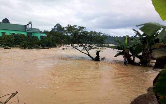 Hồ chứa nước Kala xả lũ đột ngột, dân trở tay không kịp.