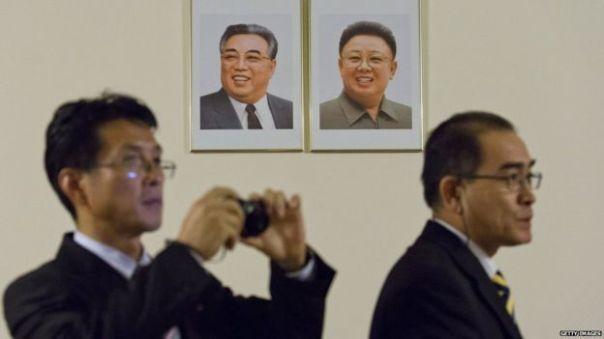 Ông Thae Yong-ho (phải) đào thoát sang Nam Hàn cùng gia đình. Ảnh: Getty