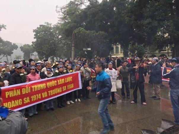 Biểu tình tưởng niệm tử sĩ Hoàng Sa 19.1 - Ảnh Mai Thanh, Hội anh em dân chủ