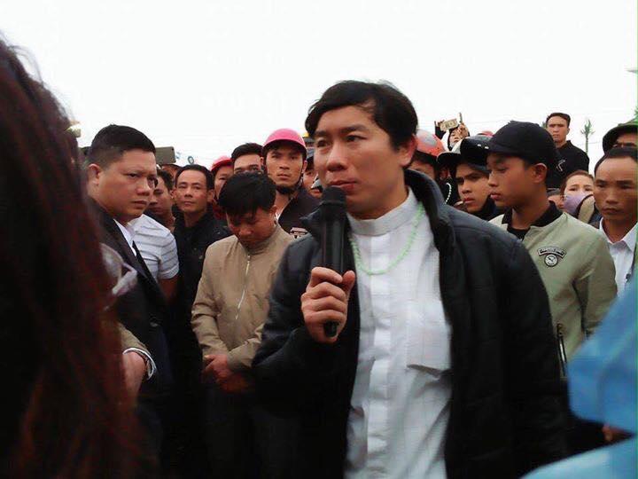 Linh mục Nguyễn Đình Thục bị đánh chảy máu mồm.