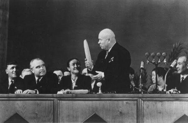 Khrushchev trong ĐH Đảng Cộng sản Liên Xô
