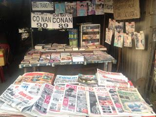 Sạp báo lớn nhất của khối đại học, nằm gần ký túc xá khu A và đại học KHXH-NV và học viện An ninh Nhân dân