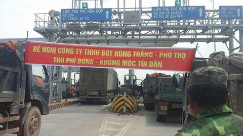 Vào tháng 3/2017, có đến vài ba chục xe ô tô của dân đã chặn trước trạng thu phí Tam Nông ở tỉnh Phú Thọ để phản đối việc thu phí.