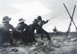 Hình minh họa: Bắc Việt tuyên truyền rằng ná cao su bắn hạ được máy bay Mỹ