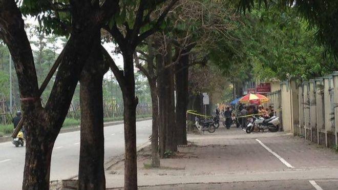 Hầu hết tất cả những người đạp xe đạp ngang qua Bộ Tài nguyên-Môi trường đều bị chặn và kiểm tra