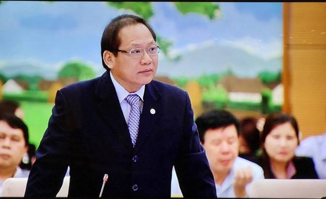 Ảnh: Bộ trưởng Tuấn trả lời chất vấn Ủy ban Thường vụ Quốc Hội (Nguồn: Báo Lao Động)