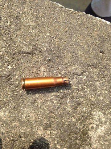 Viên đạn diễn tập bắn vào nhà thờ?