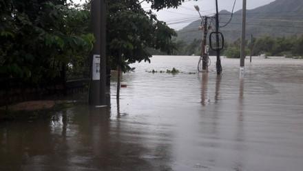 Mưa lũ, kèm thủy điện xả lũ gây ngập tại Phú Yên trong năm 2016. Ảnh: N.B