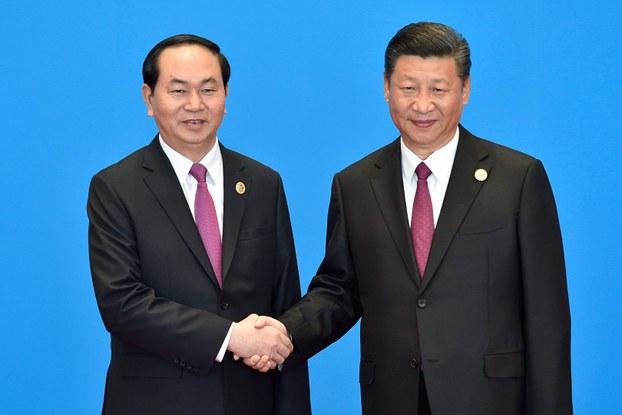 Chủ tịch Việt Nam Trần Đại Quang (trái) và Chủ tịch Trung Quốc Tập Cận Bình tại Bắc Kinh hôm 15/5/2017.