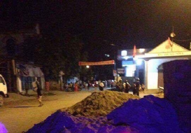 Nhiều người sử dụng gạch đá cũng như mang theo hung khí gồm dao, tuýt sắt… đến tại giáo họ Văn Thai ở địa bàn xã Sơn Hải, huyện Quỳnh Lưu tỉnh Nghệ An vào tối ngày 30 tháng 5 tấn công, sách nhiễu giáo dân tại đó. Courtesy photo