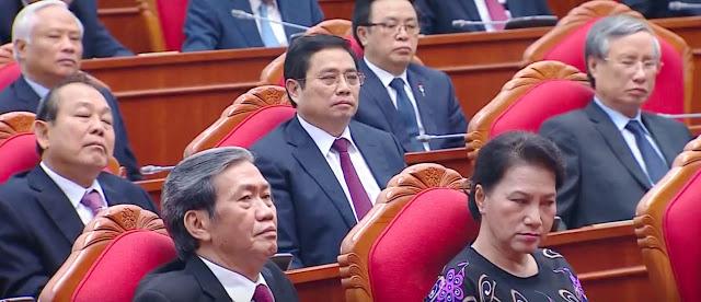 """Cứ nhìn gương mặt này của nữ chủ tịch quốc hội mới biết bà """"yêu dân"""" đến thế nào... Ảnh: Danlambao."""
