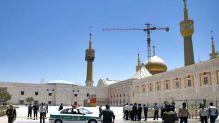 Cảnh sát Iran tuần tra ngôi mộ của cựu lãnh đạo Ayatollah Ruhollah Khomeini tại Tehran, Iran, ngày 7/6/2017.