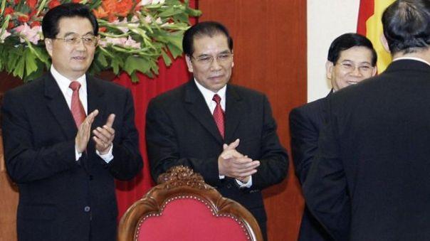 Lãnh đạo Trung Quốc Hồ Cầm Đào và hai lãnh đạo VN, Nông Đức Mạnh và Nguyễn Minh Triết ở Hà Nội năm 2006