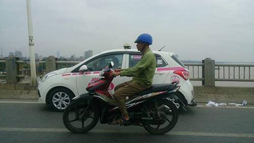 Chiếc taxi được cho là của CSGT – Ảnh: Diễn đàn mạng