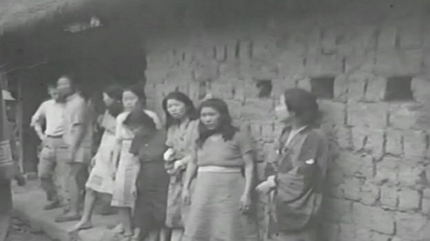 Hình ảnh từ đoạn phim mới tìm được cho thấy những phụ nữ bị buộc làm 'nô lệ tình dục' cho binh lính Nhật thời Đại chiến thế giới thứ hai