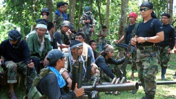 Nhóm phiến quân Abu Sayyaf trên đảo Basilan, phía nam Philippines, khét tiếng với các vụ bắt cóc đòi tiền chuộc. Nhóm phiến quân này mới chặt đầu 2 thuyền viên người Việt vì không đòi được tiền chuộc.
