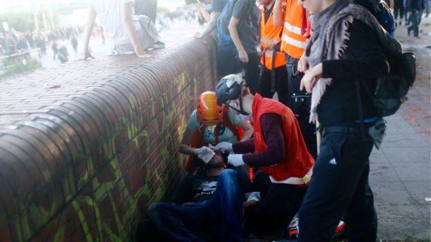 Các nhóm cứu thương được điều tới hiện trường để trợ giúp nhiều người