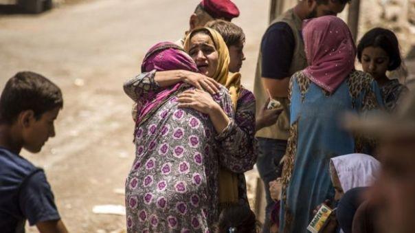Người dân Iraq 'mừng mừng tủi tủi' khi thoát được ra khỏi khu vực chiến sự ở Mosul.
