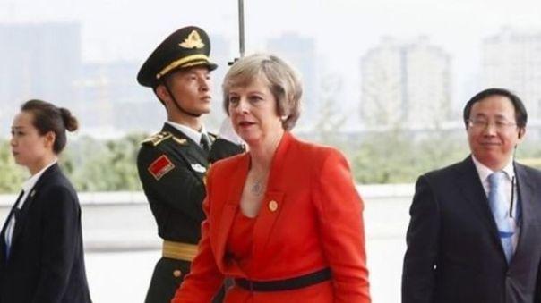 Tuy lo ngại Anh quá cởi mở cho nhà đầu tư nước ngoài, sau khi lên nắm quyền, Thủ tướng Anh bà Theresa May vẫn thông qua dự án điện nguyên tử Hinkley Point C