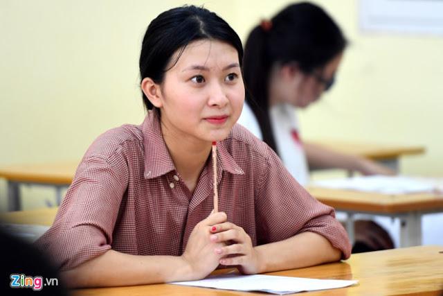 Thí sinh dự thi THPT quốc gia 2017 ở Hà Nội. Ảnh: Tiến Tuấn.
