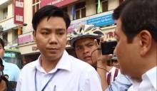 """Ông Nguyễn Chí Việt trong 1 buổi ra quân """"dọn dẹp vỉa hè"""". Ảnh: PLO"""