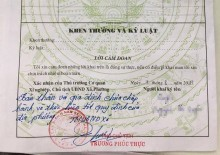 Bản sơ yếu lý lịch với bút phê của vị Phó Chủ tịch xã. Ảnh: NVCC.
